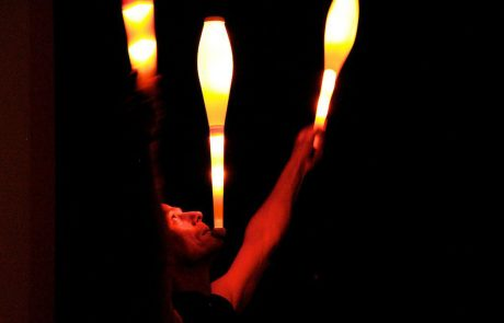 René Albert | Feuerartistik – LICHTJONGLAGE