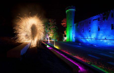 René Albert | Feuerartistik – Leuchtende Gärten Zülpich: Lichtshow vor der Zülpicher Burg